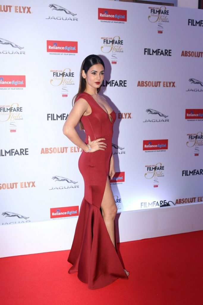 Sonal Chauhan Hot HD Photos Images In Lahanga