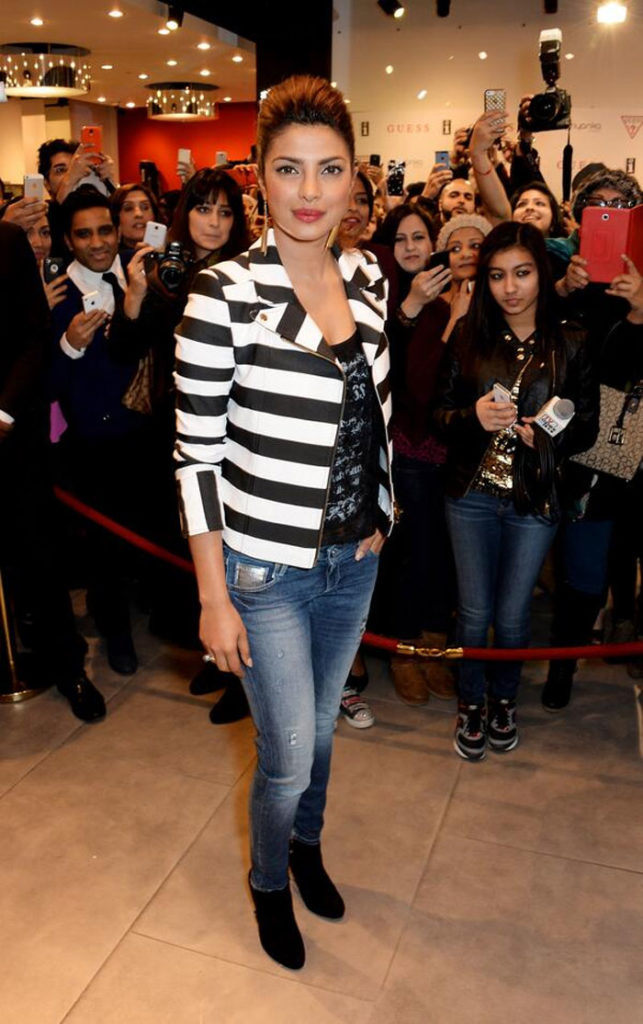 Spicy Priyanka Chopra Latest New HD Pictures Images