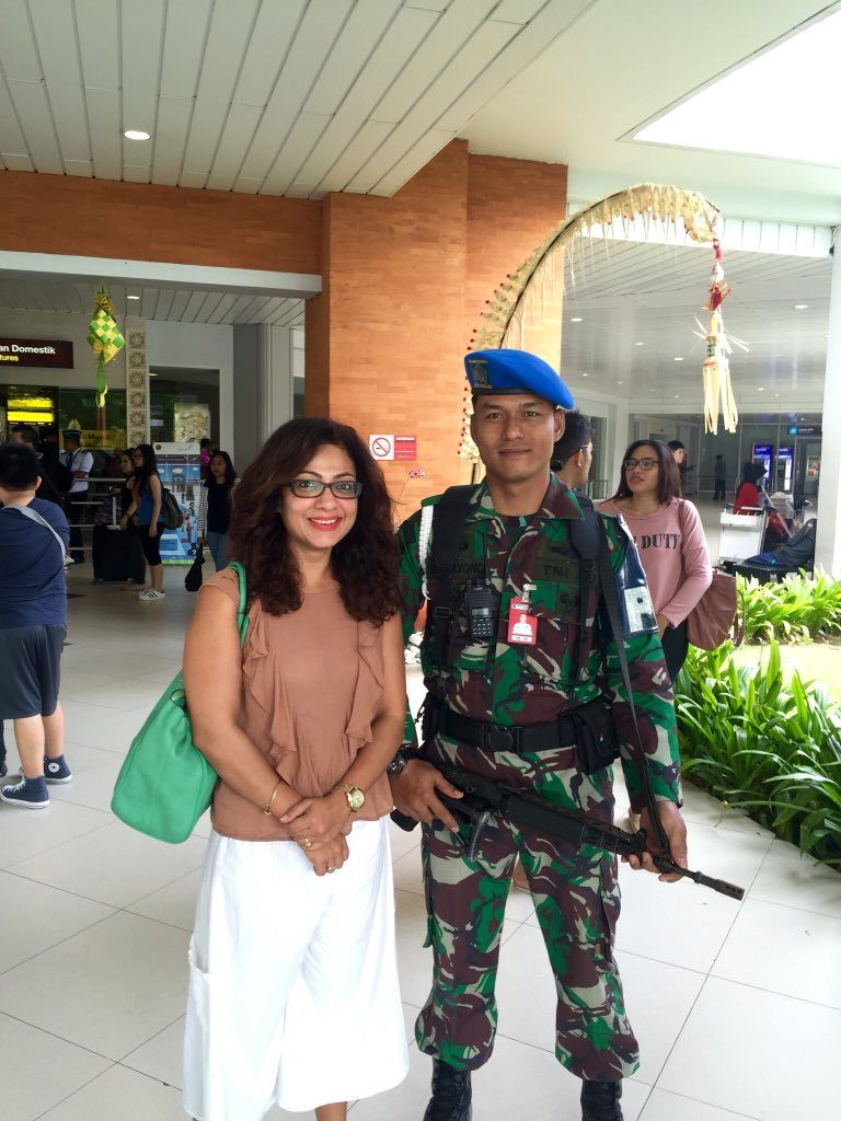 Tarana Raja HD Pics With Army Officer