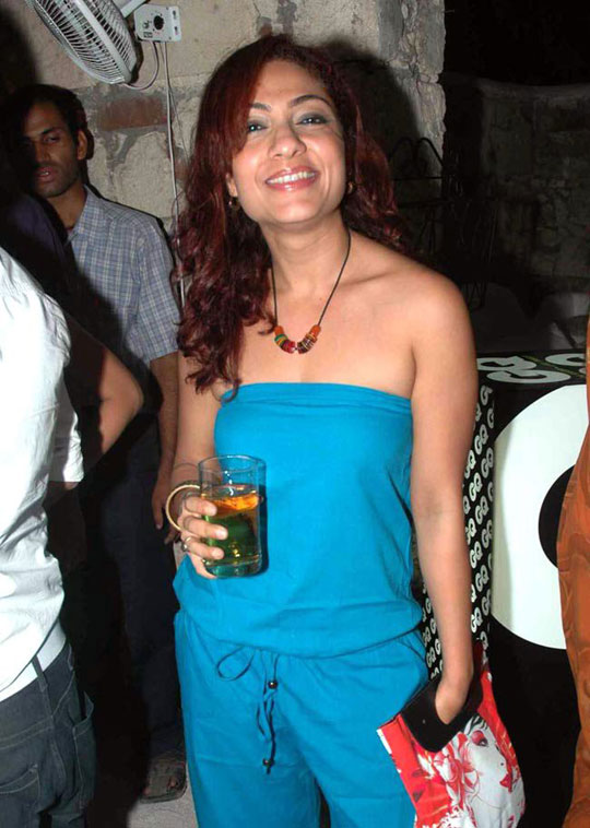 Tarana Raja Hot Picture In Blue Clothes
