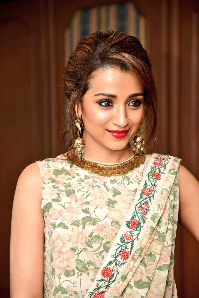 Trisha Krishnan New Hair Style Pictures
