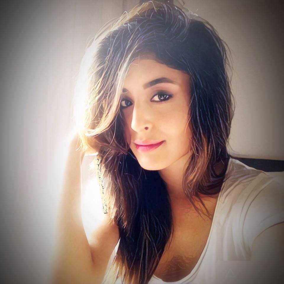 Tv Actress Kritika Kamra Latest HD Pictures Download