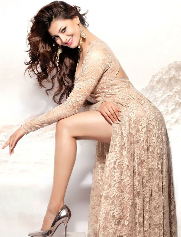Urvashi Rautela Hot HD Pictures For Profile Pics