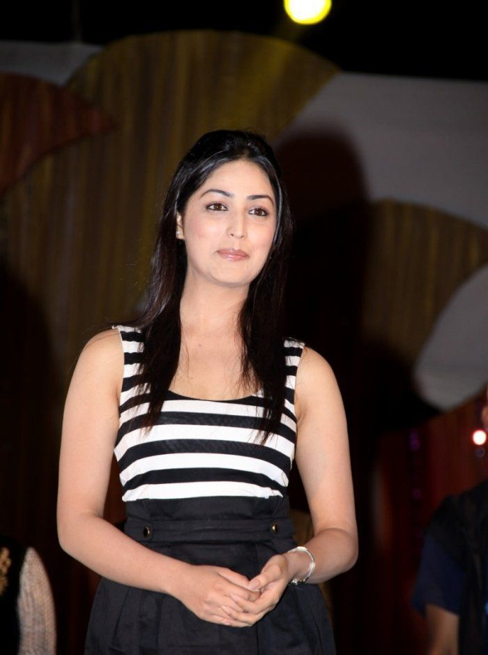 Yami Gautam Sexy Look In Black Cloths
