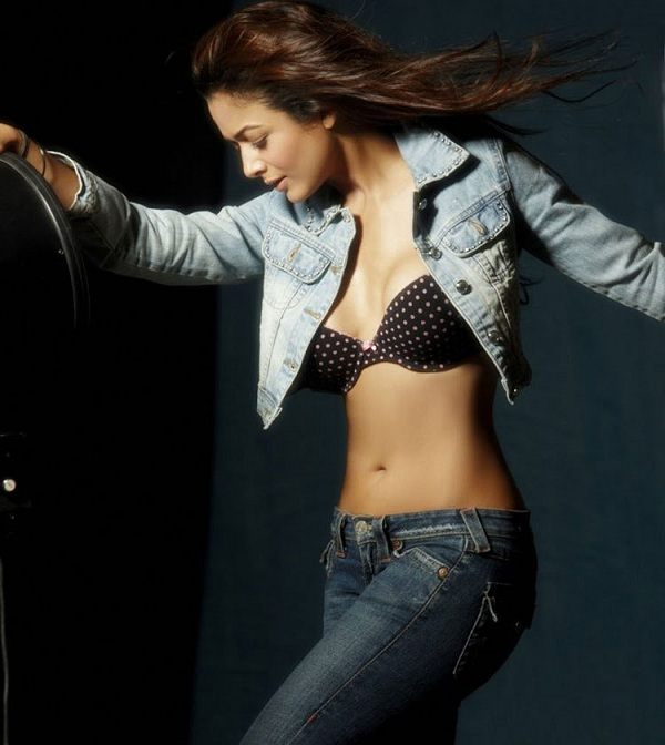 Amrita Arora In Bra Photos