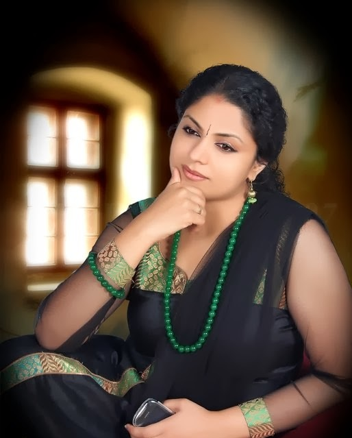 Asha Sarath Cute Pictures Download
