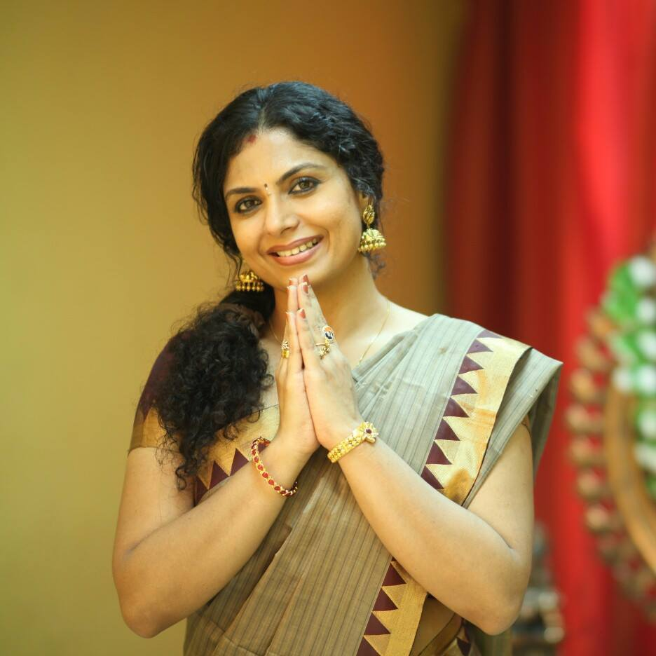 Asha Sarath Cute Pictures