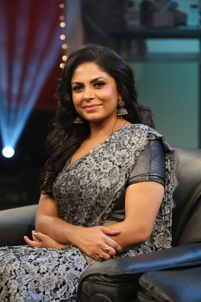 Asha Sarath New Wallpapers