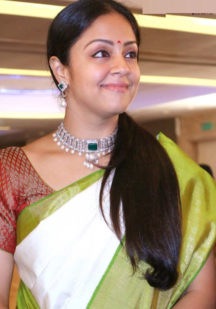 Beautiful Jyothika New Wallpapers