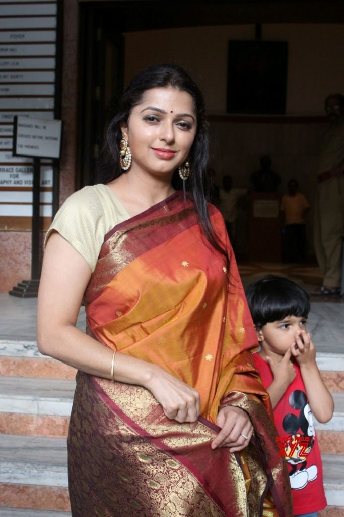 Bhumika Chawla Hot In Saree Wallpapers