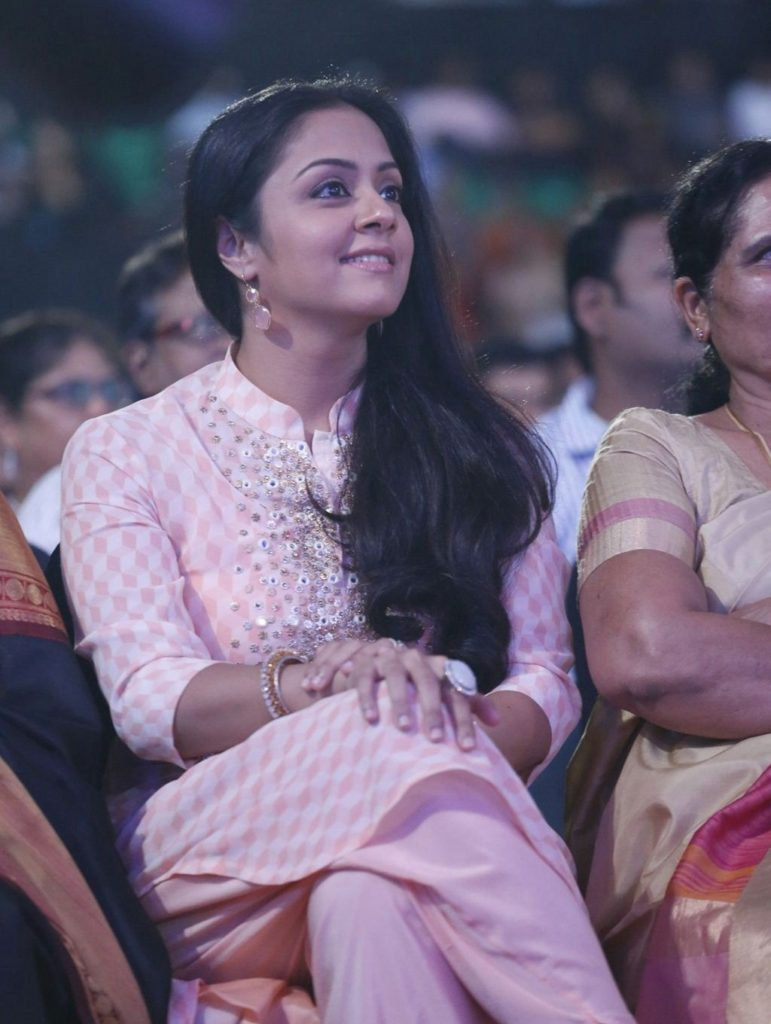 Jyothika At Awards Show Sexy Pics