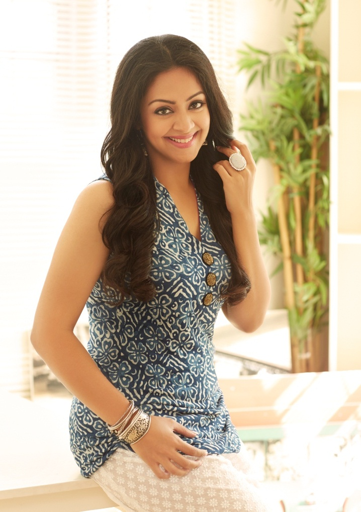 Jyothika In Jeans Top Wallpapers