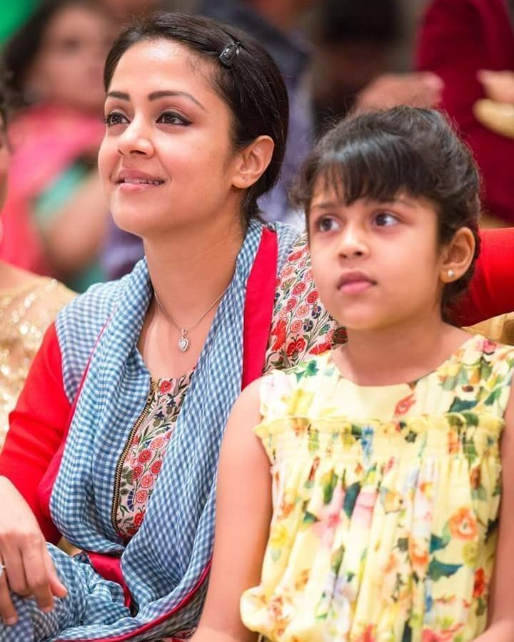 Jyothika Sexy Pics With Daughter