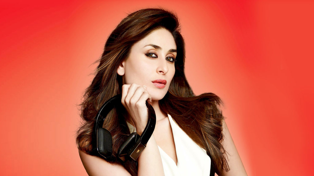 Kareena Kapoor Beautiful Smile Pics Photos Images HD