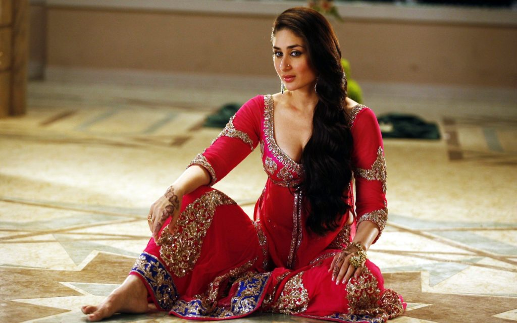 Kareena Kapoor Hot HD Dancing Pics Photos Download