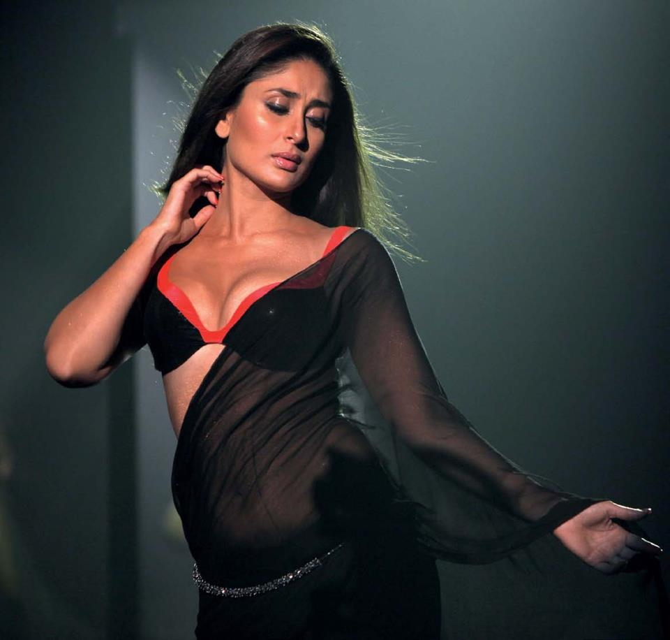 Kareena Kapoor Sexy & Cute Boobs Pics Wallpapers Download