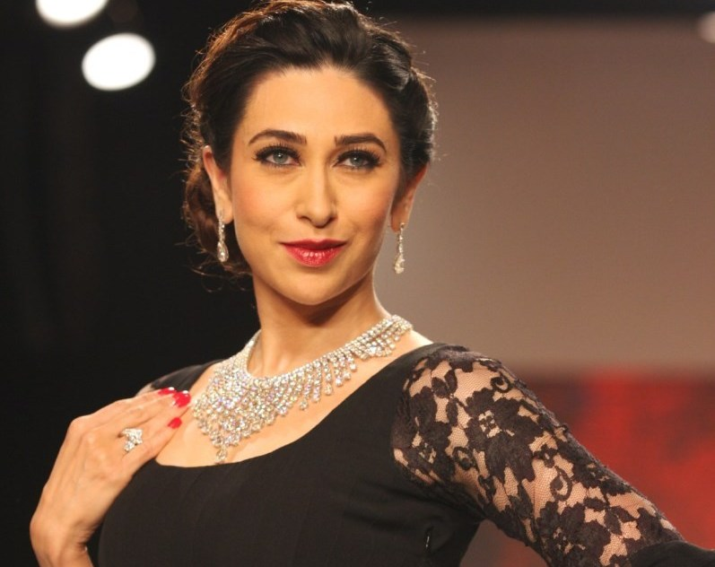Karisma Kapoor Sexy Boobs Photos