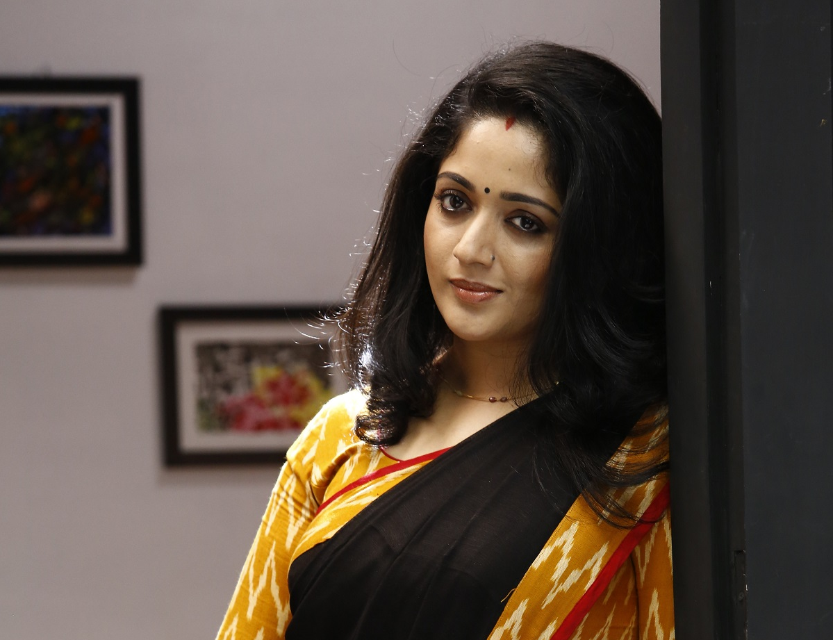 Kavya Madhavan Hot Latest New Photos Navel Saree Pics
