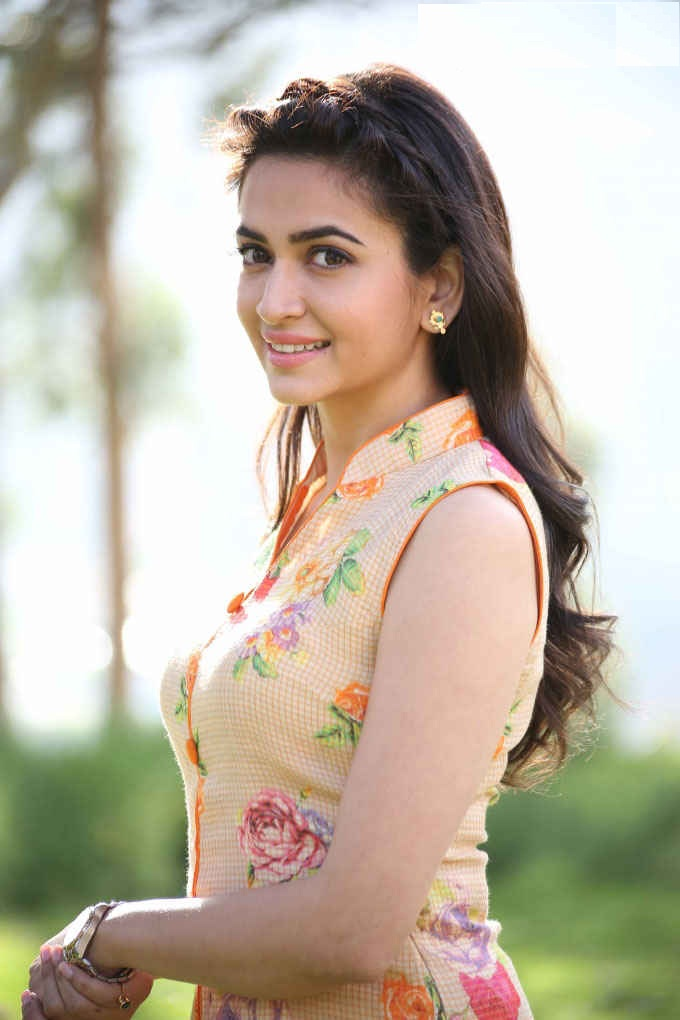 Kriti Kharbanda In Offsholder Clothes Sexy Pics