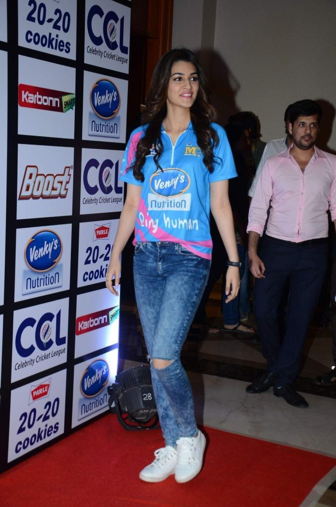 Kriti Sanon Latest HD Photos In Back Side
