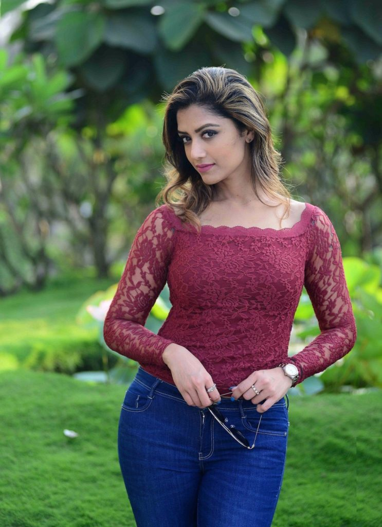 Mamta Mohandas In Jeans Top Bold Wallpapers