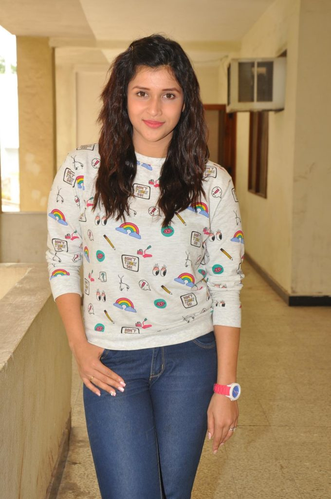 Mannara Chopra New Wallpapers