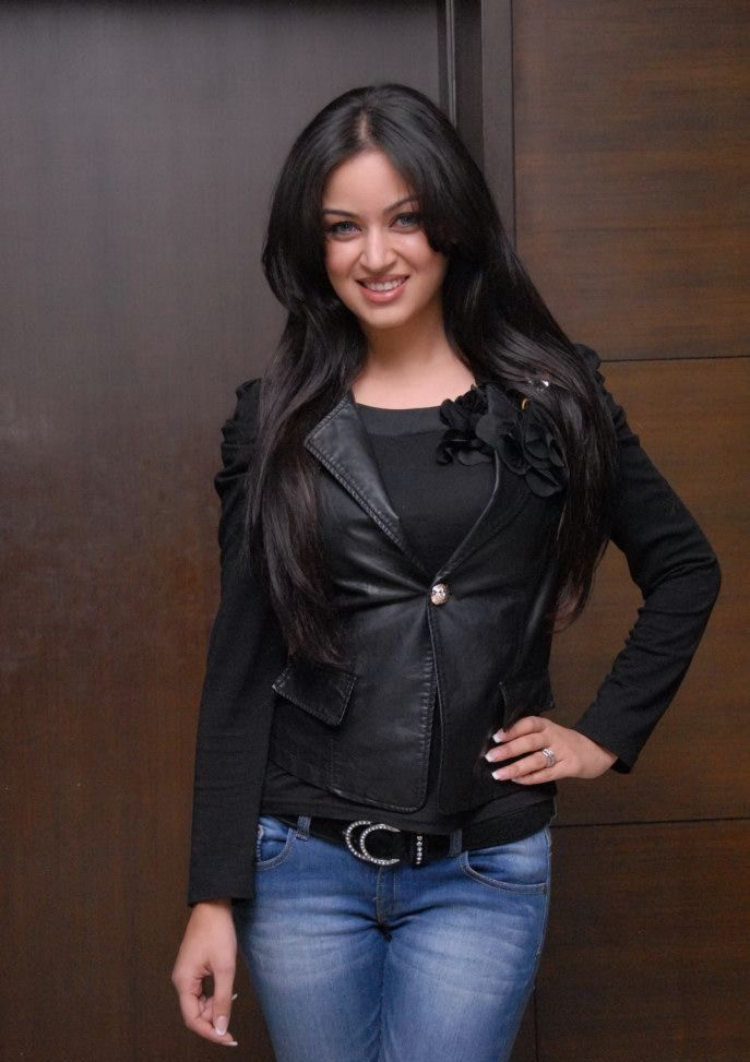 Maryam Zakaria HD Sexy Wallpapers