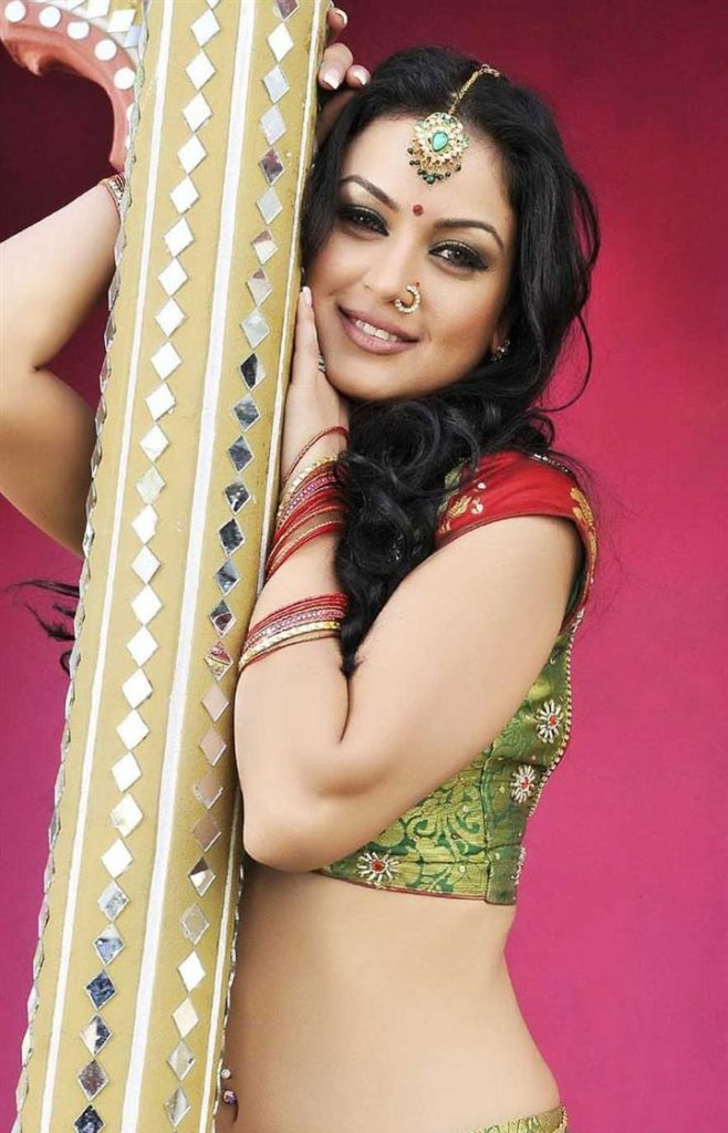 Maryam Zakaria Navel Photos