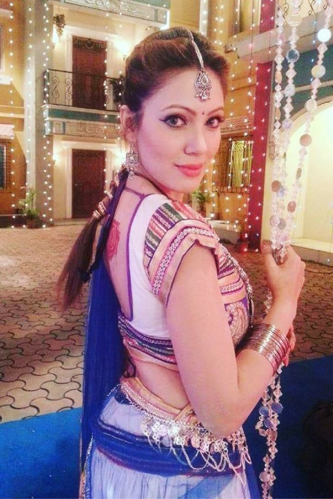 Munmun Dutta In Backless Saree Photos