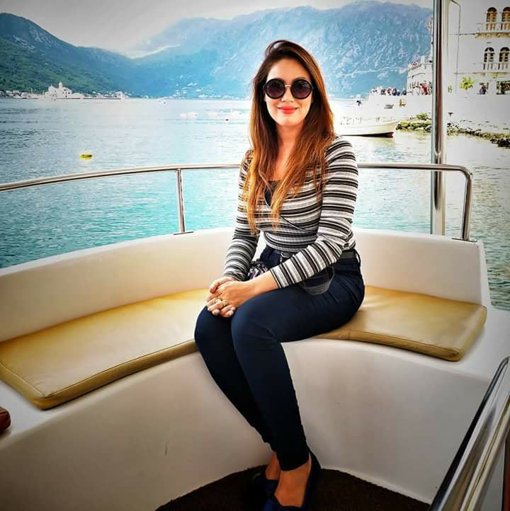 Munmun Dutta In Jeans Top Hot Wallpapers