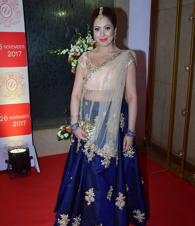 Munmun Dutta Navel Photos In Saree