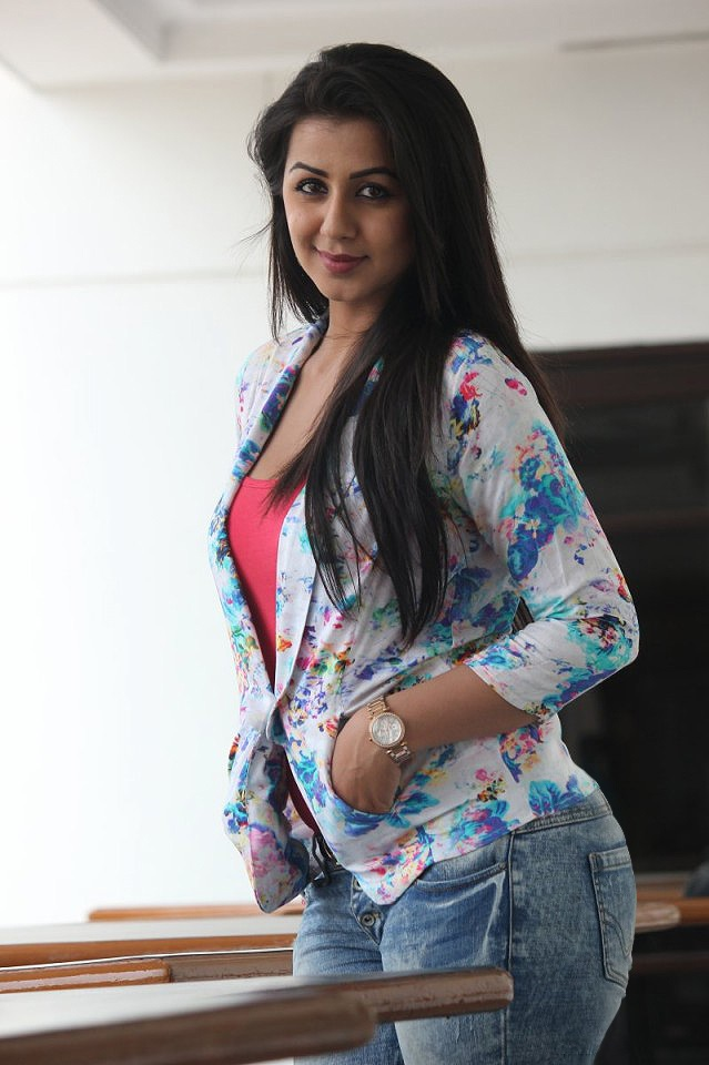 Nikki Galrani HD Sexy Pictures