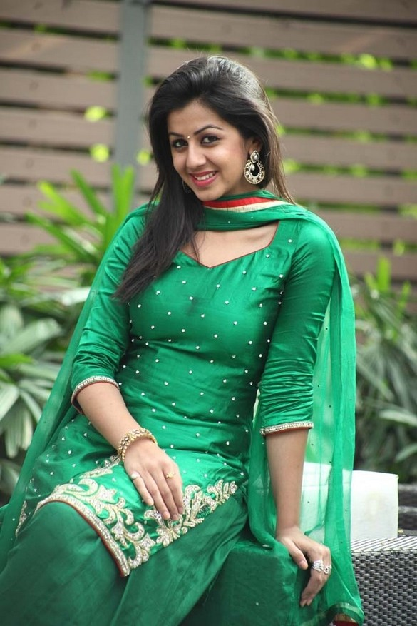 Nikki Galrani In Salwar Kameez Pictures Download