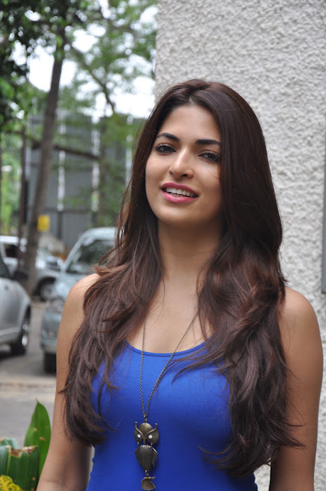 Parvathy Omanakuttan HD Sexy Wallpapers