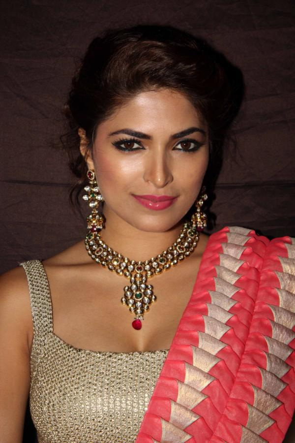 Parvathy Omanakuttan Hair Style Pictures