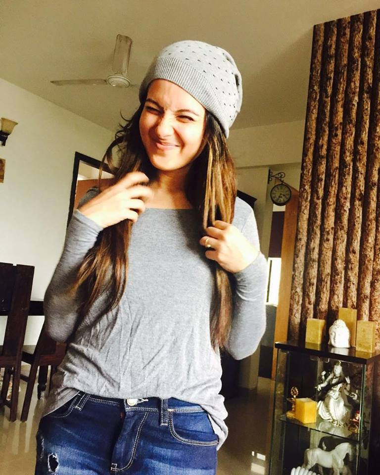 Pooja Bose In Jeans Top Photos