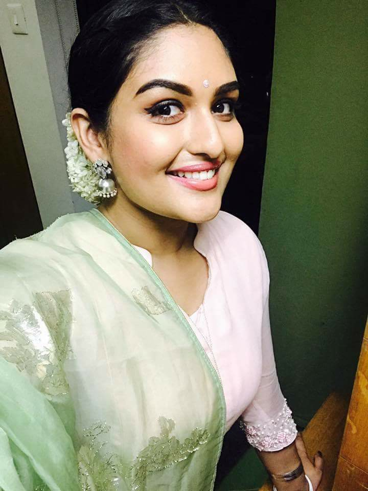 Prayaga Martin Cute Smile Photos
