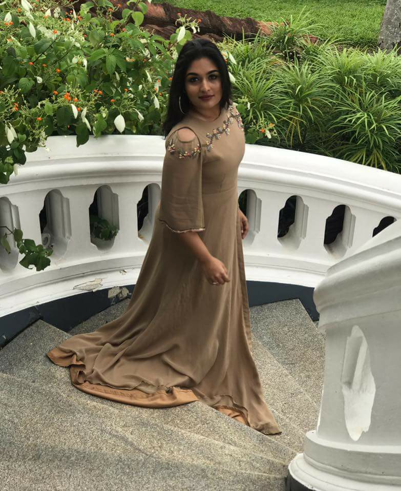 Prayaga Martin Hot HD Sexy Photoshoot Gallery