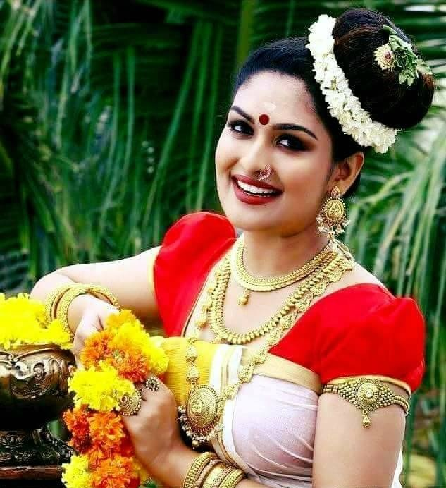 Prayaga Martin In Saree Images