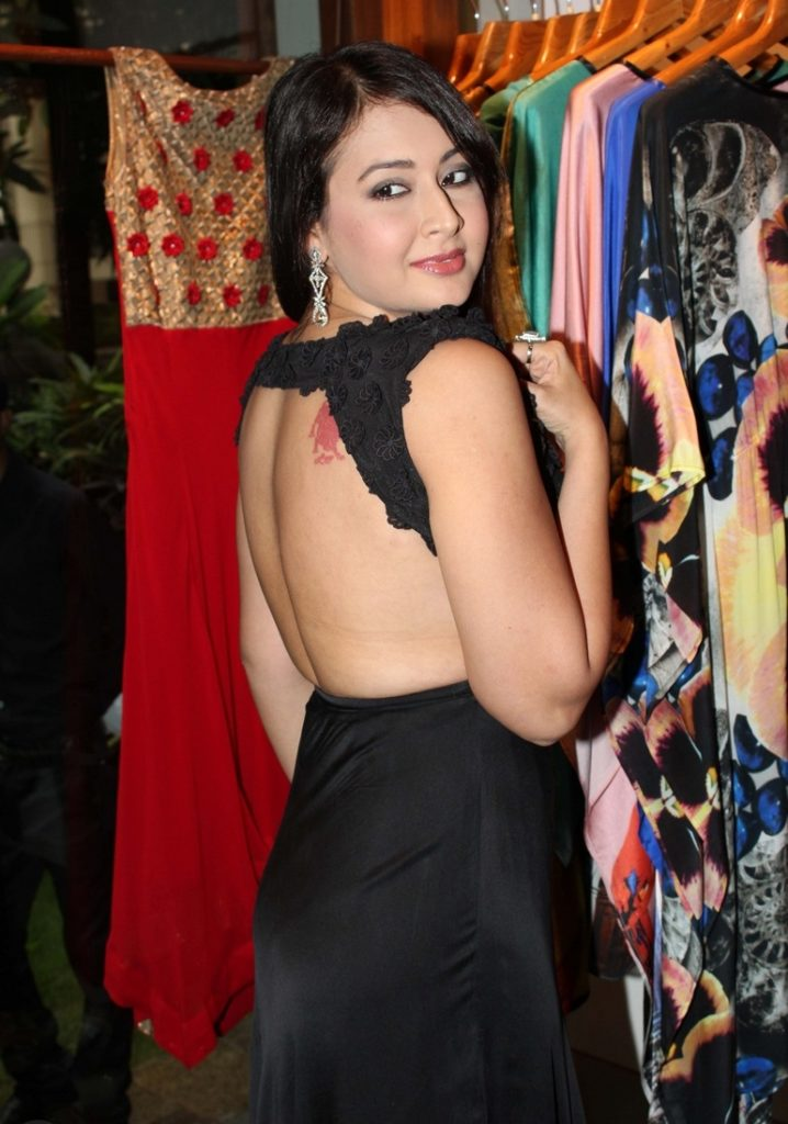Preeti Jhangiani In Backless Clothes Photos