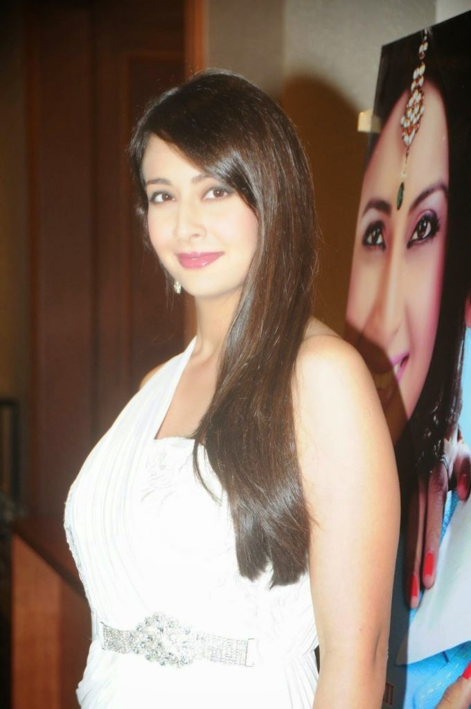 Preeti Jhangiani New Hair Style Images