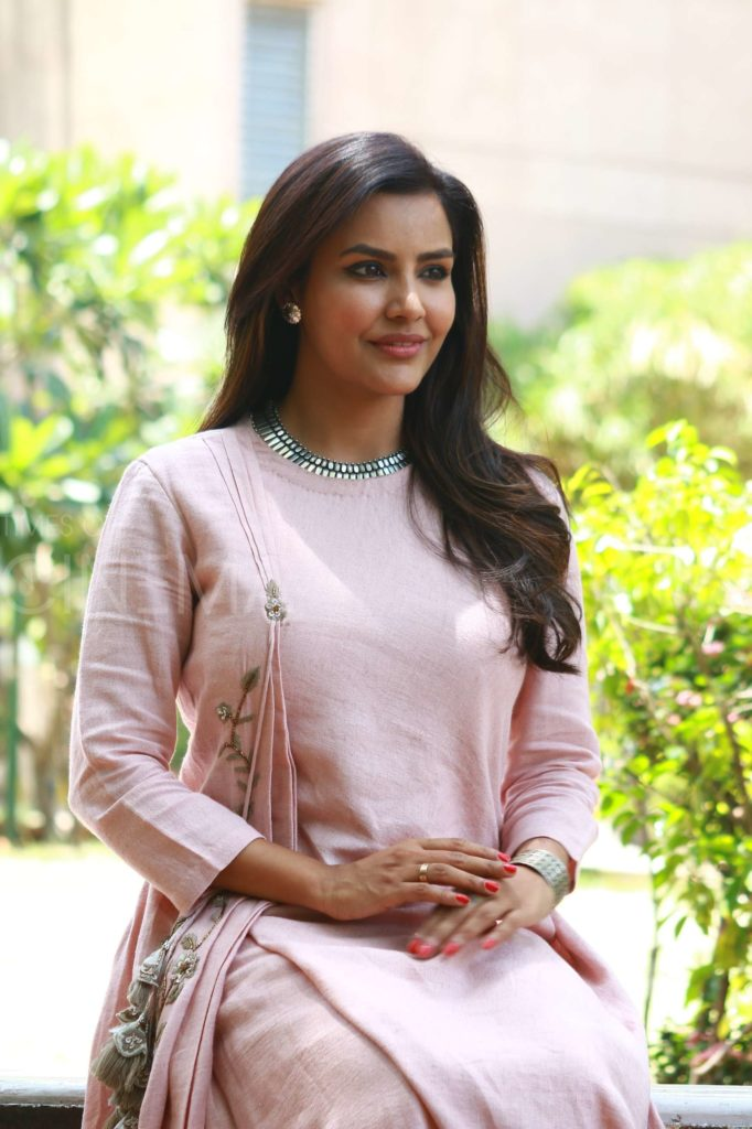 Priya Anand Full HD Pics Download