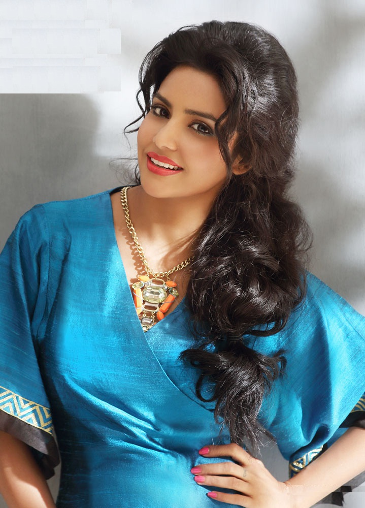 Priya Anand New Hair Style Pictures Gallery
