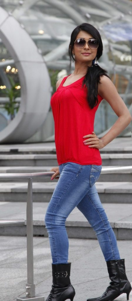 Radhika Pandit In Jeans Top Wallpapers