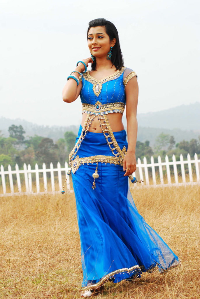 Radhika Pandit Navel Wallpapers