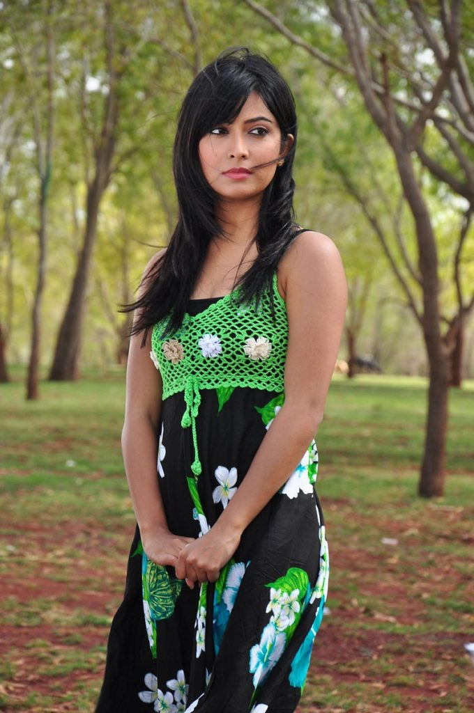 Radhika Pandit Wallpapers