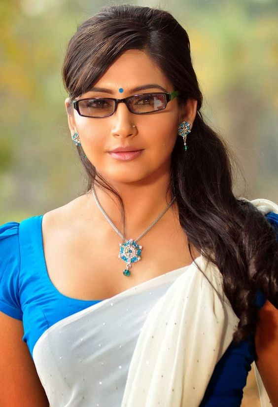 Ragini Dwivedi In Saree Photos