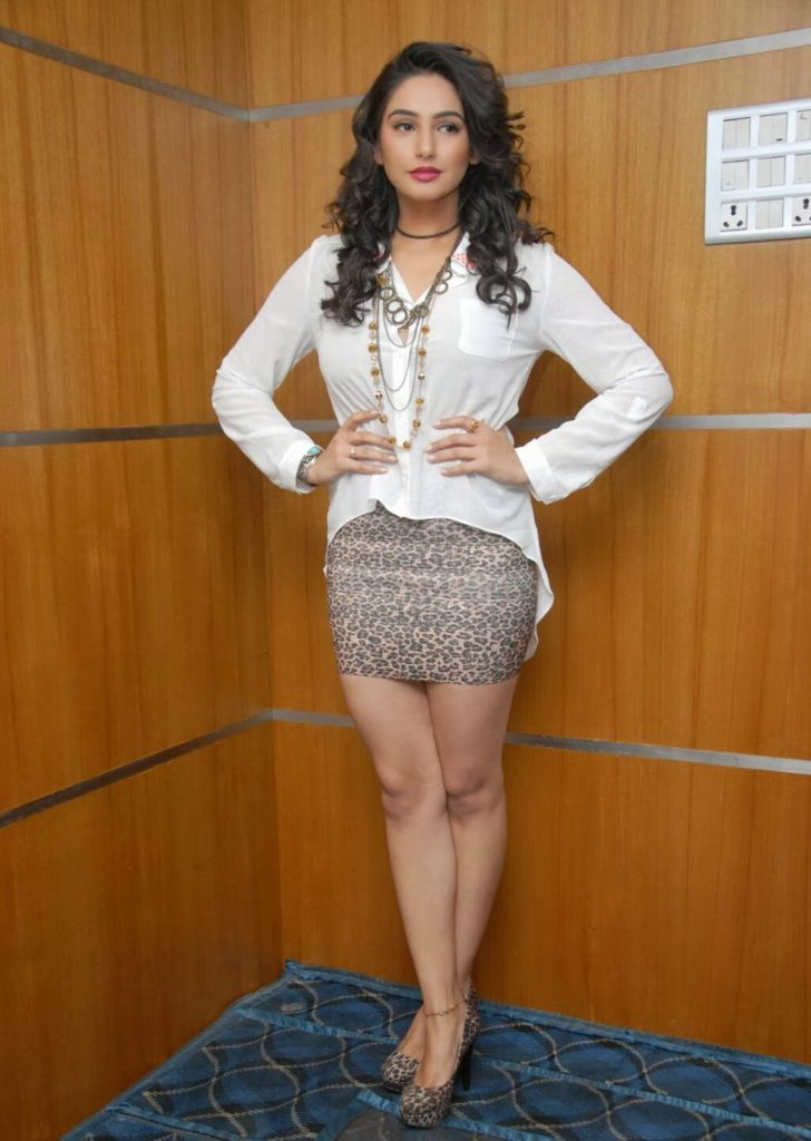 Ragini Dwivedi In Shorts Pics Gallery