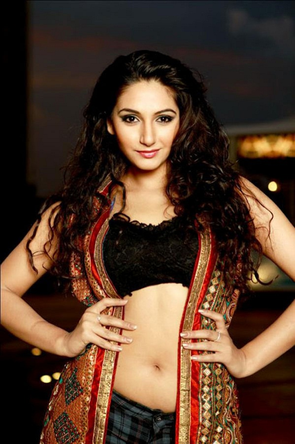 Ragini Dwivedi Navel Photos In Bra