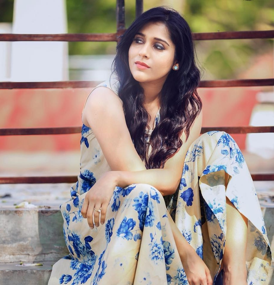 Rashmi Gautam In Shorts Clothes Pics